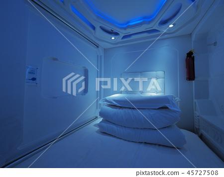 우주선 같은 캡슐 호텔 중국 쿤밍 공항 / capsule hotel at Kunming 45727508