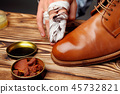 Shoes master polishing shoes with cloth bull shoes 45732821