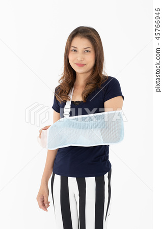 Broken arm woman isolated. 45766946