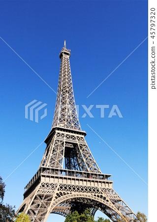 Eiffel Tower 45797320