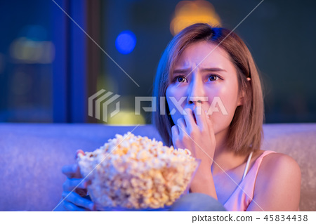 woman watch horror movies 45834438