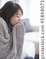 woman sick and feel cold 45848073