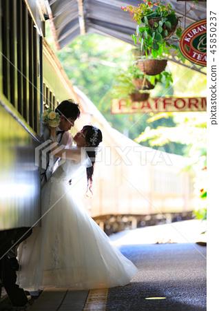 享受與火車的婚禮夫婦地點攝影在Kuranda駐地圍場 45850237