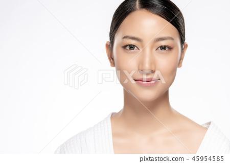 Beautiful Young asian Woman with Clean Fresh Skin 45954585