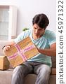 man cardboard opening 45971322