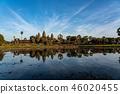 採取從吳哥窟反射池塘,柬埔寨 46020455