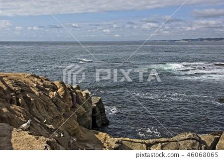 海邊的岩石海岸 46068065
