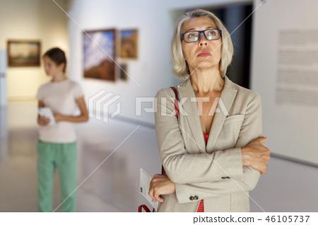 Mature woman visiting museum 46105737