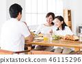 가족 부모와 자식 식사 새 생명 여성 거실 46115296