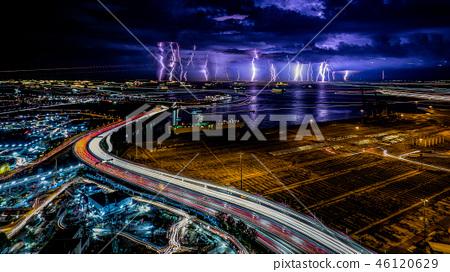 高速公路的光線和閃電 46120629