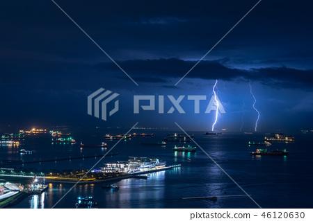 豪華遊輪和閃電 46120630