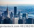 뉴욕 아침 안개에 희미하게 보이는 맨해튼의 마천루 46136246