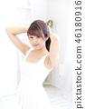成熟的女人 一個年輕成年女性 女生 46180916