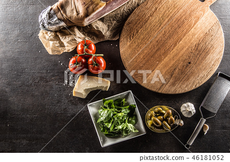 Top of view empty pizza board tomatoes and olives. 46181052