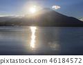 本栖湖和日出富士山 46184572