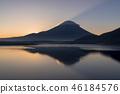 本栖湖和日出富士山 46184576