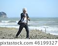 擊中在沙灘的拉丁文的灰色商人空手道類型 46199327