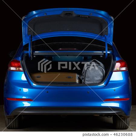 Sedan trunk with luggage 46230688
