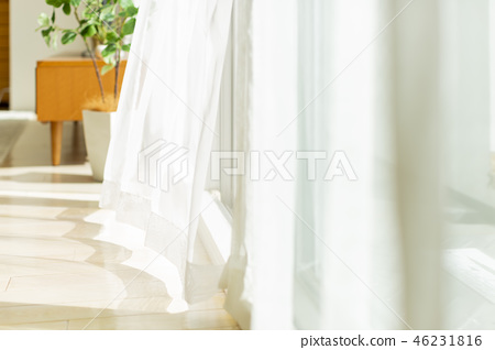 窗帘在风中摇晃 46231816