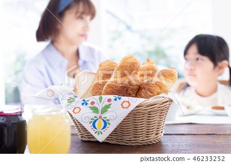 Family image Breakfast scene 46233252
