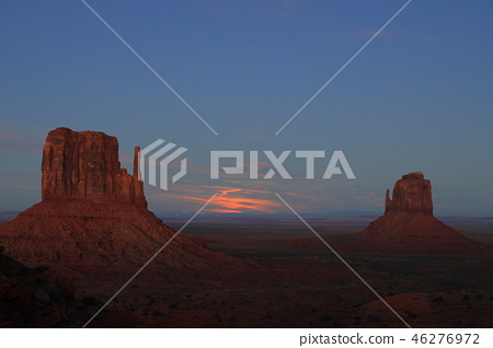 Night view and full moon from the sunset view of Monument Valley 46276972
