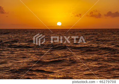 Sunrise over the ocean in Cancun. Mexico 46279708