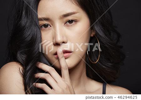 女人打扮黑背看 46294625