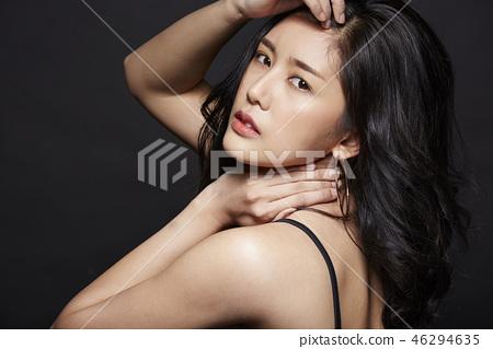 女人打扮黑背 46294635