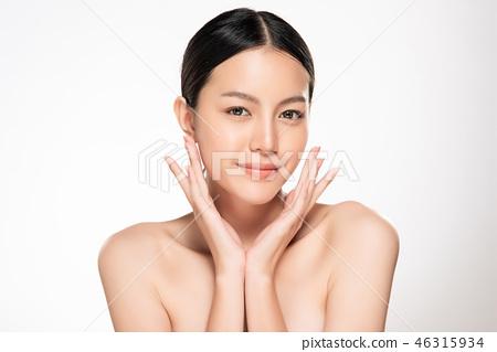 Beautiful Young asian Woman with Clean Fresh Skin 46315934