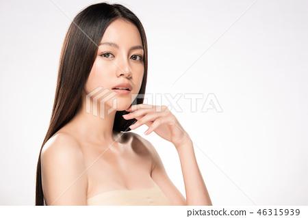 Beautiful Young asian Woman with Clean Fresh Skin 46315939