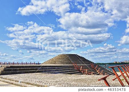 Concrete pyramid 46353478