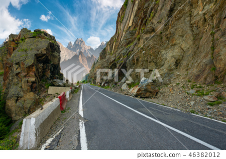 road in to the high mountains 46382012