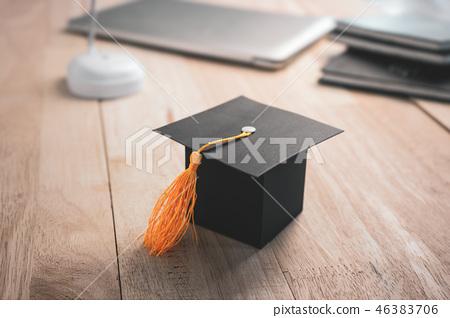 Construction paper craft graduation hat  46383706