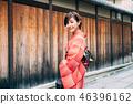 A woman in a kimono to tour Kyoto 46396162