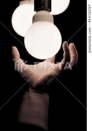 手,燈泡 46416097