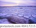 开始冻结的Notori湖的晚上风景 46417215