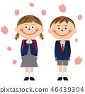 男孩和女孩的校服在天蓝色的制服背景樱桃瓣 46439304