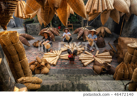 Old Vietnamese female craftsman making the traditional bamboo fish trap or weave at the old traditional house in Thu sy trade village, Hung Yen, Vietnam, traditional artist concept 46472140