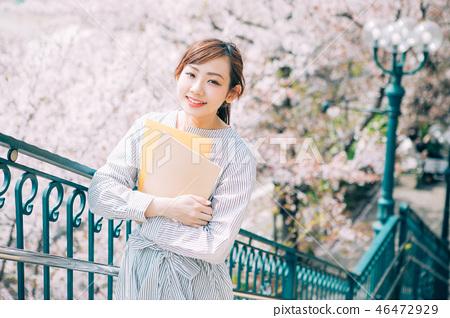 櫻花和大學生 46472929