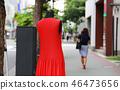 人行道和红色的衣服 46473656