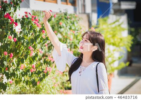 여자 여성 대학생 소녀 귀여움 도시 낭만 여유  46483716