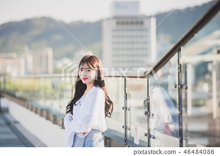 女大學生女孩可愛的城市浪漫 46484086