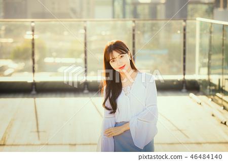 여자 여성 대학생 소녀 귀여움 도시 낭만 여유  46484140