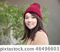 穿著外套的微笑的婦女 46496603