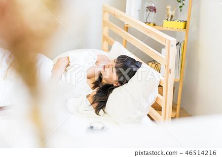亞洲台灣中國女性 睡覺 溫馨 鬧鐘 賴床 起床 46514216