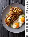 Bruschetta with shiitake mushrooms and cheddar 46529387