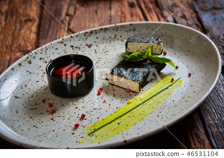 Tofu fried in nori. Served with sauce 46531104