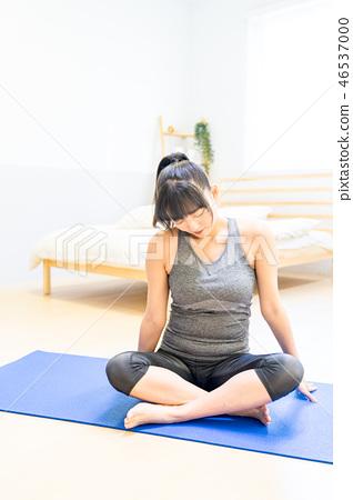 居住在屋子裡的一個單身女性女朋友。 Tadashi Azafusa,坐著。爬行運動Yare的一種宗教信仰。減肥,飼養。 46537000