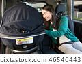 兒童座位日本婦女的年輕母親運載的嬰孩 46540443