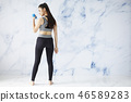 ผู้หญิงออกกำลังกายชุดกีฬา 46589283